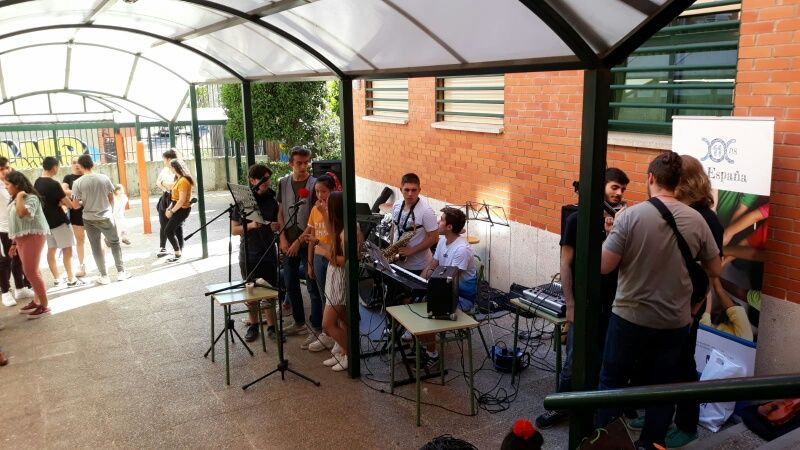 Alumnos de Bachillerato fusionando música renacentista y moderna